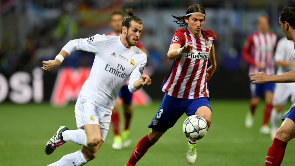 MILAN, ITALY - MAY 28: Gareth Bale of Real Madrid battles for the ball with Filipe Luis of Atletico Madrid  during the UEFA Champions League Final match between Real Madrid and Club Atletico de Madrid at Stadio Giuseppe Meazza on May 28, 2016 in Milan, Italy.  (Photo by Shaun Botterill/Getty Images)